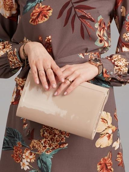 Kopertówka wizytowa lakierowana beżowa Rovicky